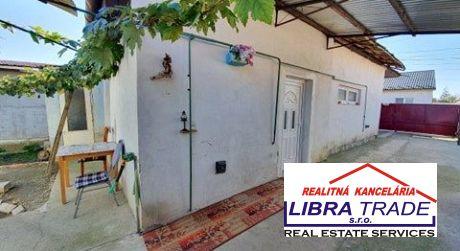 Ponúkame na predaj rodinný dom v centre Želiezoviec vhodný aj na podnikateľské účely.