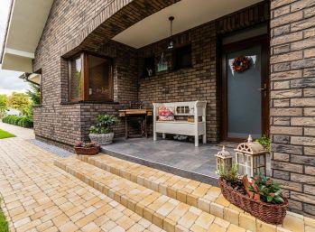 Predaj 6 izb. luxusného RD, typu bungalov so zimnou záhradou na 24,59 á pozemku, podpivničenou dvojgarážou, rybníkom, Štvrtok na Ostrove