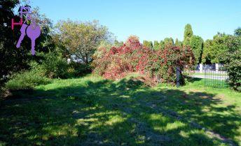 Pozemok v obci Krakovany, 400 m2 , na predaj