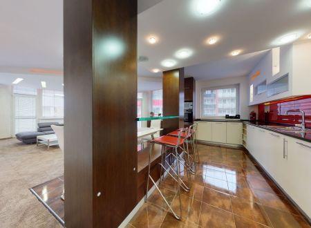Moderný 3 izb. byt /130 m2,parking,centrum/ Piešťany