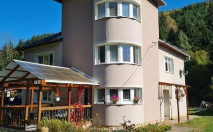 Zaujímavý väčší rodinný dom v blízkosti Nízkych Tatier