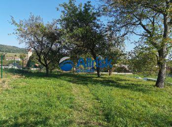 Predaj slnečného pozemku v obci Ladice