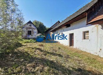 Predaj slnečného pozemku so starým domom v obci Ladice