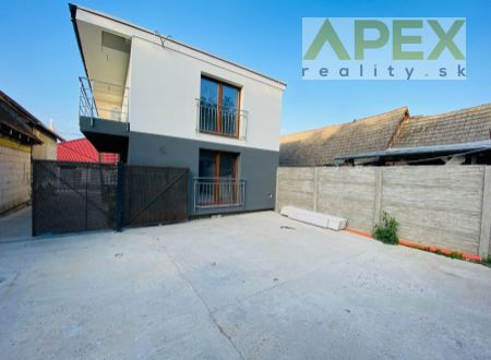 Exkluzívne APEX reality 3i byt v novostavbe v obci Dvorníky, 60 m2, 2x parkovacie miesto, alerm