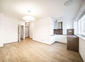 Predáme 2 izb. byt v lukratívnej časti v priamom centre starej Bratislavy.