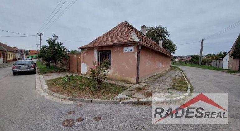 REZERVOVANÝ- Na predaj starý dom v Skalici