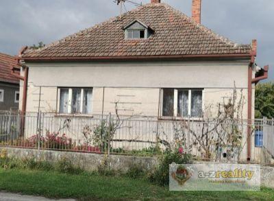 Na predaj rodinný dom v obci Holiare