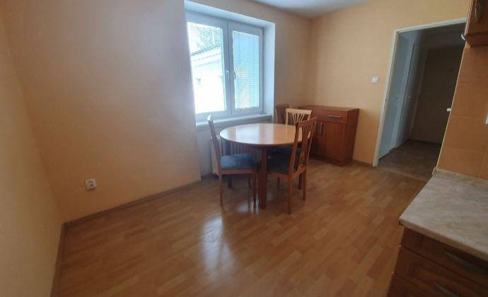EXKLUZÍVNE u nás! 2 izbový byt v tehlovom bytovom dome na Parkovom nábreží v NITRE! Vyhľadávaná lokalita!