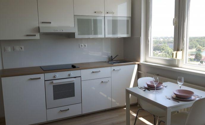Ponúkame na prenájom 2 izbový byt  v Petržalke na Znievskej ulici