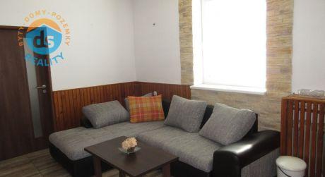 Na predaj zabehnutá ubytovňa, garáž+ 8 park. miest, záhrada, 787 m2, Rajčany okr. Topoľčany