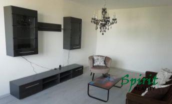 Prenajmeme praktický a priestranný 2i byt s balkónom