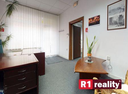 Firemné priestory /obchodná prevádzka s apartmánom a záhradou, pozemok 316 m2, centrum, Piešťany