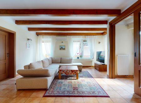 Rodinný 6 izbový dom / Banka pri Piešťanoch