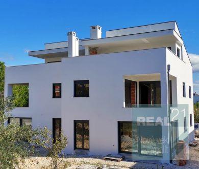Ponúkame na predaj apartmány v novej budove, 300 m od mora, Vrsi - Mulo.