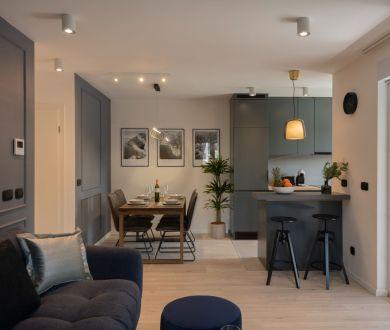 Ponúkame na  predaj luxusný zariadený dizajnový byt na 2. poschodí obytnej budovy v jedinečnej lokalite Lesoparku Osejava - Makarska.