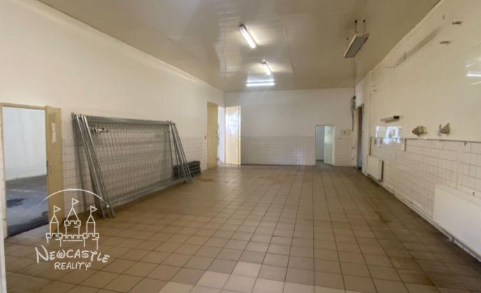 Na predaj - priemyselný objekt, určený na výrobu 454, 35m2 + pozemok 270 m2
