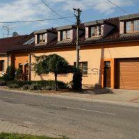 Rodinný dom, Láb, 305 m², Kompletná rekonštrukcia