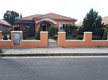 Fiľakovo- 4-i dom,pozemok 655 m2, KOMPLETNÁ rekonštrukcia