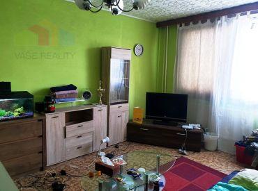 REZERVOVANÉ ** Na predaj 1+1 byt o výmere 34 m2 - čiastočná rekonštrukcia - Nové Mesto n/V - CENTRUM **