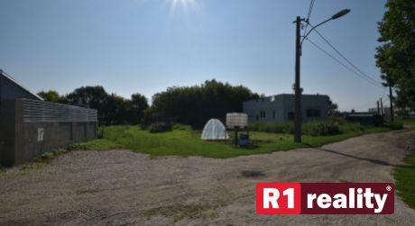 Pozemok 493 m2 Dubovany