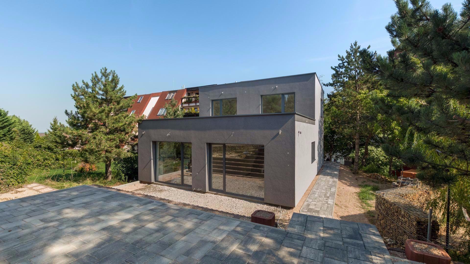 Rodinný dom-Predaj-Bratislava - mestská časť Dúbravka-595000.00 €