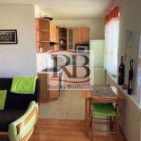 Na prenájom 2-izbový byt s balkónom na Herlianskej ulici v Ružinove