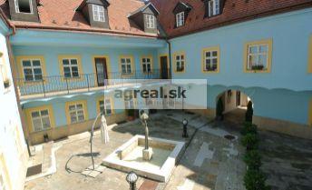 Prenájom, 4 kancelárske priestory ( spolu 192,6 m2, možné delenie)  v historickej budove na ul. Panenská s parkovaním, Bratislava - Staré Mesto