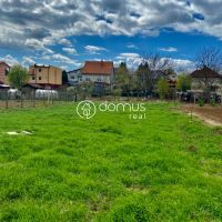 Pre rodinné domy, Trávnica, 800 m²