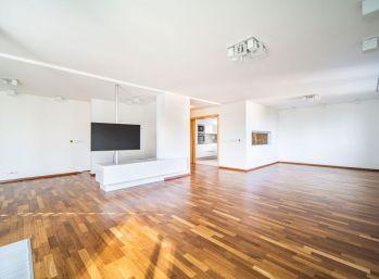 PROMINENT REAL prenajme luxusný 5 izb. mezonetový byt v Starom Meste.