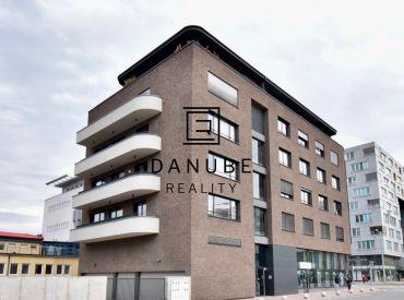Prenájom 3-izbový byt s parkovacím státím v Bratislave-Ružinov na ulici Líščie nivy.