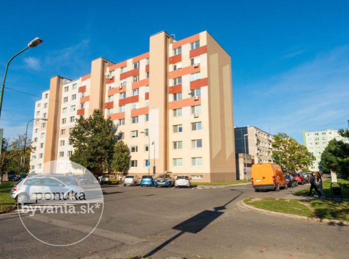 BODROCKÁ, 1-i byt, 36 m2 – KOMPLETNÁ OBČIANSKA VYBAVENOSŤ, bezproblémové parkovanie, blízkosť MHD