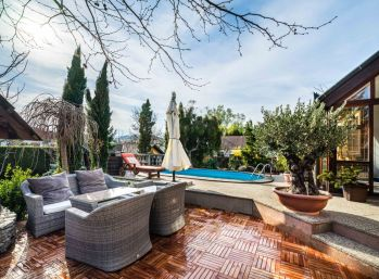 PROMINENT REAL predá 6 izbový rodinný dom s bazénom v Limbachu.