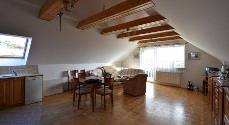 Kuchárek-real: Ponúka prenájom 3 izbový byt v rodinnom dome so samostatným vchodom. Cajlanská ul. Pezinok.