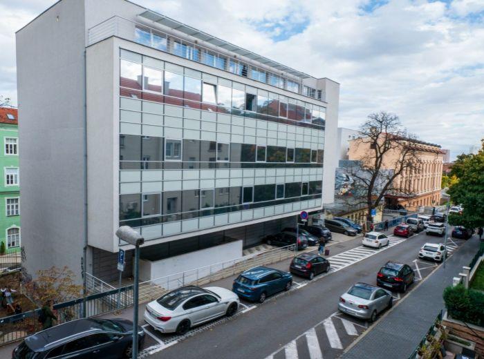 SVORADOVA, 3-i byt, 85 m2 - CENTRUM MESTA, tehla, HRADBY, KOMPLETNÁ O VYBAVENOSŤ, tiché prostredie