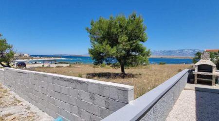 Ponúkame na predaj dom ideálny pre bývanie alebo pre podnikanie vo skvelej polohe - Meterize, Šibenik.