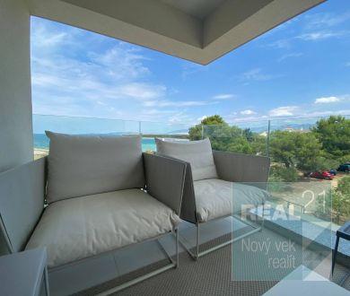 Ponúkame na predaj luxusný 3-izbový byt,  v prvom rade od mora. Povljana -Pag.