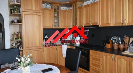 Kuchárek-real:EXKLUZÍVNE: Ponúka 2 izbový byt s možnosťou dokúpenia garáže na ul.Gorkého  Pezinok.