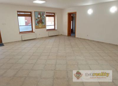 Ponúkame na prenájom komerčný priestor v centre Komárna