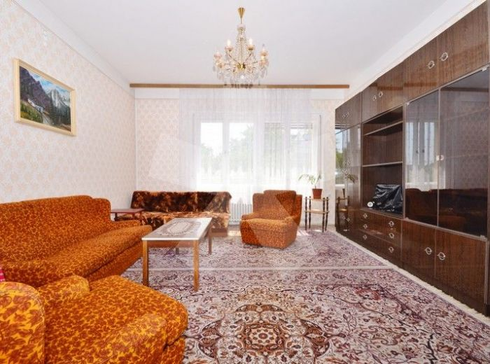 PREDANÉ - HVIEZDOSLAVOVO NÁMESTIE, 1-i byt, 35 m2 – slnečný, tehlový byt v úplnom centre mesta, NA PRESTÍŽNEJ ADRESE
