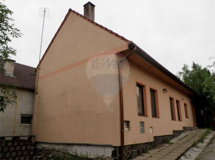 PREDANÉ - ALSTROVA, 4-i dom, 166 m2 – DOM za cenu bytu s KRYTÝM BAZÉNOM