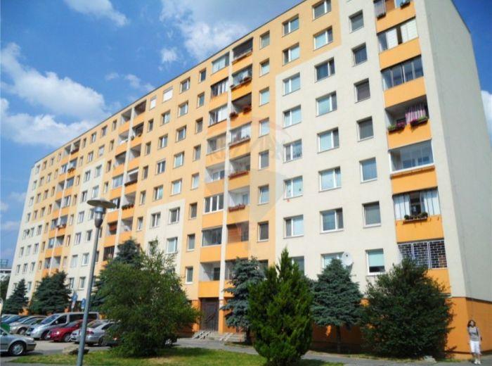 PREDANÉ - ZADUNAJSKÁ, 4-i byt, 87 m2 - krásny, čiast. zrekonštruovaný, LEN 5 MIN DO CENTRA