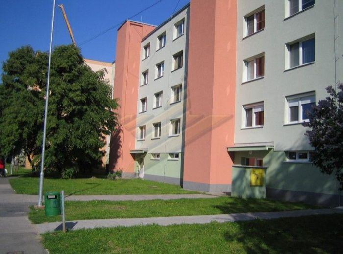 PREDANÉ - LATORICKÁ, 3-i byt, 71 m2 - zrekonštruovaný so zmenenou dispozíciou V ZATEPLENOM DOME