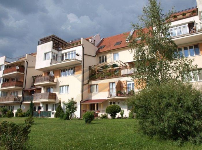 PREDANÉ - ZOHOR, 3-i byt, 104 m2 – tehlový byt s terasou v 11-r. NOVOSTAVBE, V CENE GARÁŽ