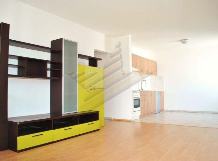 PREDANÉ - ZADUNAJSKÁ, 2-i byt, 56 m2 - 11 ročná bytovka, 1 ZASTÁVKA OD STARÉHO MESTA