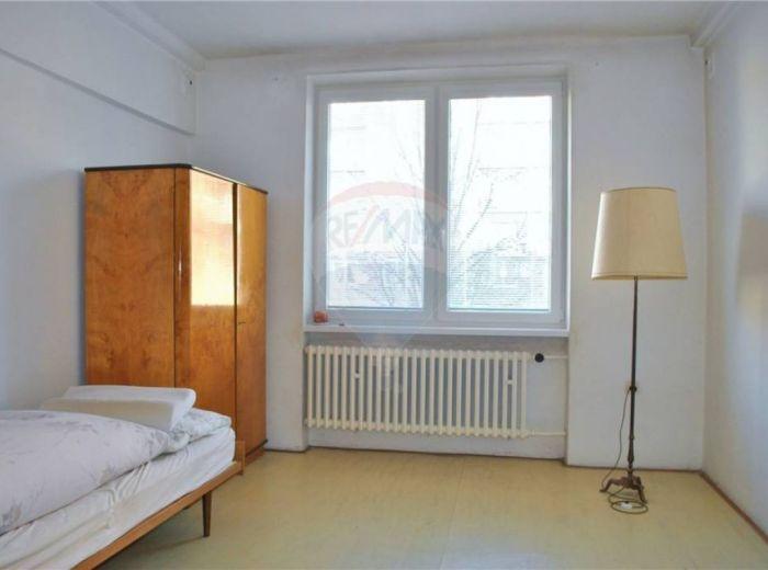 PREDANÉ - DULOVO NÁMESTIE, 2-i byt, 94 m2, pôvodný stav, VÝBORNÁ LOKALITA A CENA