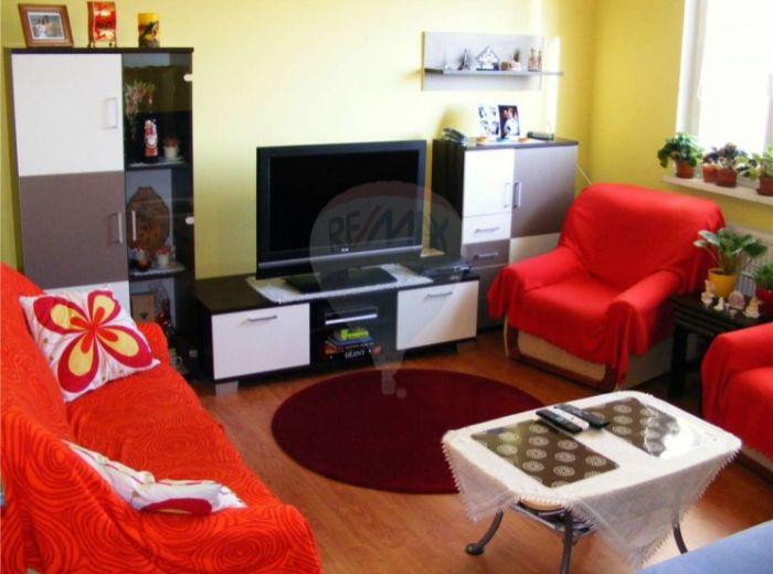 PREDANÉ - VÍGĽAŠSKÁ, 3-i byt, 69 m2 - priestranný s loggiou, KOMPLETNE ZREKONŠTRUOVANÝ