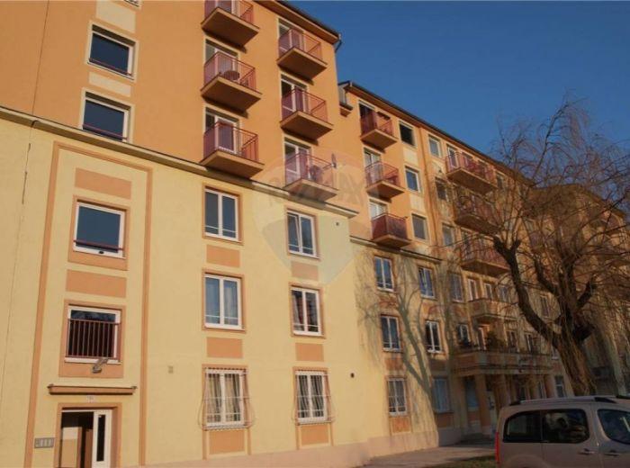 PREDANÉ - DOLEŽALOVA, 1-i byt, 33 m2 – tehlový byt, nie garsónka, ČIASTOČNE REKONŠTRUOVANÝ