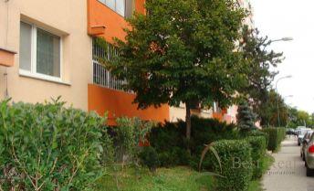 Best Real - 3-izbový byt na Slatinskej ulici vo Vrakuni, 68m2, 2/8 poschodie, čiastočná rekonštrukcia.