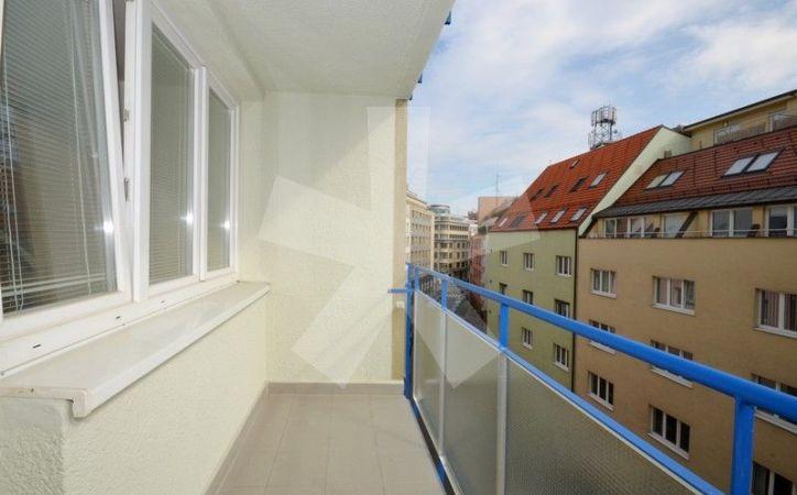 PREDANÉ - MEDENÁ, 1-i byt, 44 m2 – svetlý tehlový byt PO KOMPLETNEJ REKONŠTRUKCII s loggiou, V HISTORICKOM CENTRE