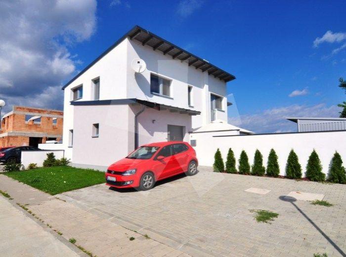 PREDANÉ - SENEC, 4-i dom, 129 m2 - tehlová novostavba, holodom, DVOJPODLAŽNÝ RD S PRAKTICKOU DISPOZÍCIOU, 3 parkovacie miesta, MOŽNOSŤ DISPOZIČNÝCH ÚPRAV